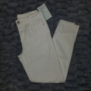 Denim - Brand New White jeans